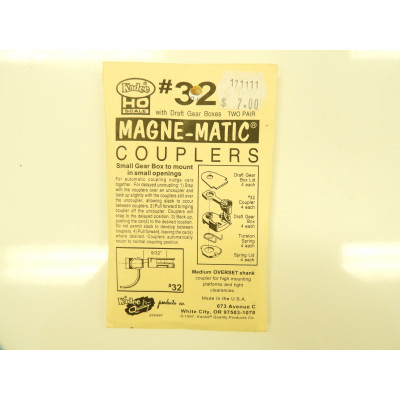 Kadee, , HO Scale, with draft gear boxes, 2 pair Magne - Matic Coupler, No 32