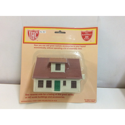 IHC, Farm House, HO Scale, PLASTIC BUILDING, No. 907