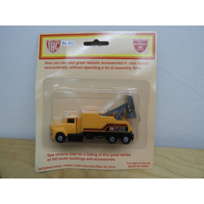 IHC, Tow Truck (Heavy Duty), HO SCALE, PLASTIC TRUCK, No. 912