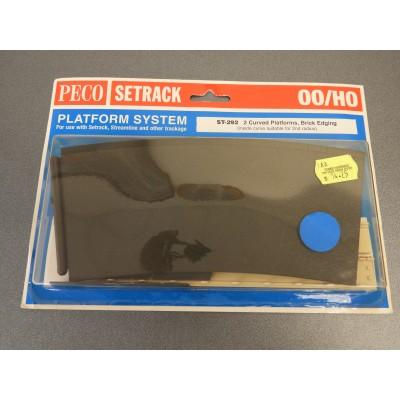 PECO, SETRACK, 2 Curved Platforms, Brick Edging {inside curve suitable for 2nd radius}, HO/OO Gauge, ST-292