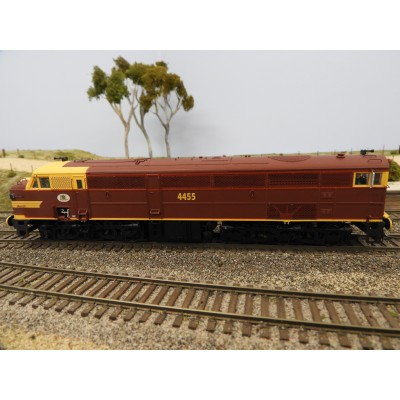 """LATEST RELEASE"" TrainOrama, 44 Class Locomotive , HO Scale, ORIGINAL INDIAN RED - with Single Marker Light, 4455"
