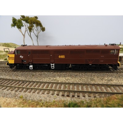 """LATEST RELEASE"" TrainOrama, 44 Class Locomotive , HO Scale, REVERSE YELLOW - Deep Indian Red with Double Marker Lights, 4465"
